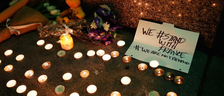 Noite de terror em Paris. Naom_5646e85bbade6