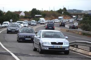 Colisão entre três veículos faz um morto e dois feridos graves