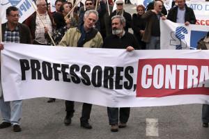 Centenas de professores protestam junto à AR contra prova de acesso à carreira