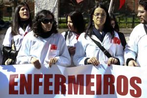 Enfermeiros querem fim da prestação de cuidados de saúde por farmacêuticos