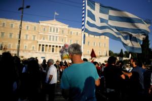 Manifestação frente ao parlamento grego contra novas medidas de austeridade
