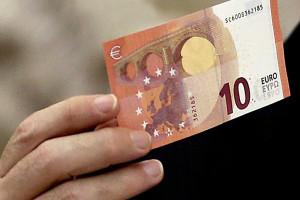 Nova nota de 10 euros entra em circulação