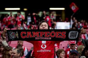 Vieira pede aos adeptos que ajudem o Benfica a renovar o título