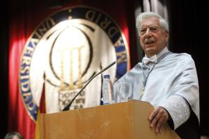 Vargas Llosa celebra 79 anos com entrega de livro na cidade natal