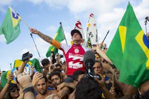 Gabriel Medina conquista primeiro título mundial de surf