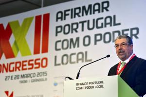Autarcas aprovam resolução em defesa de descentralização