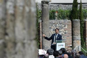 Primeiro-ministro italiano pede cimeira urgente após naufrágio