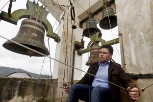 Jovem dá concertos com 15 sinos em torre de igreja em Braga