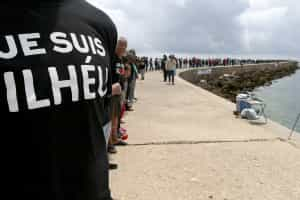 500 pessoas protestam contra as demolições na Ria Formosa