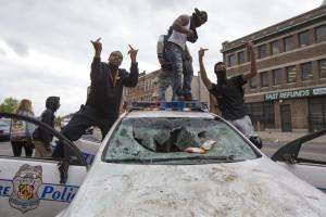 Decretado recolher obrigatório em Baltimore