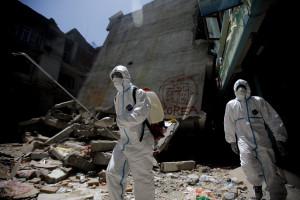 Sobe para 7.557 número de mortos em sismo no Nepal