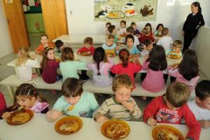 Alunos do 2.º ano ficam em turmas do 3.º e 4.º por falta de docentes