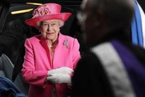 Poderes destes, só tem mesmo a rainha de Inglaterra