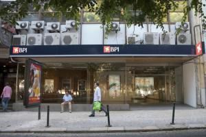 Portugueses 'unidos' pedem contraproposta do CaixaBank
