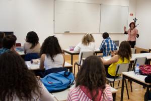 Professores e ministério começam a negociar inglês no 3.º ano