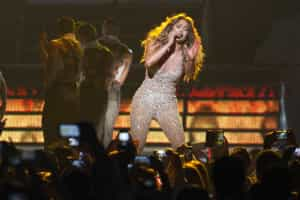 Aos 45 anos, sensualidade não tem limites para J.Lo