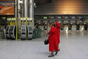 Exaustão força português a parar desafio de viver em aeroportos