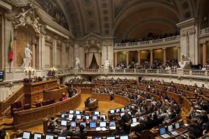 Maioria e PS aprovam novas regras de ajuda estatal à Banca