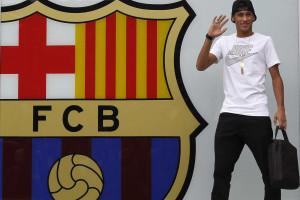 Autógrafo custa 6.000 euros a Neymar