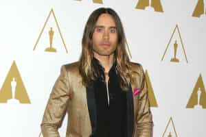 Jimmy Fallon faz a barba a Jared Leto