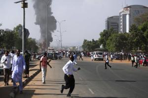 Atentado contra mesquita faz pelo menos 64 mortos e 126 feridos