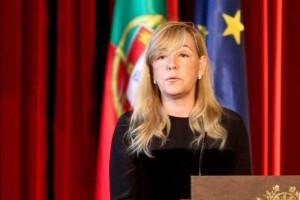 CDS fala em embaraço na Justiça mas apoia ministra