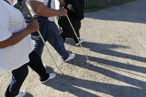 Caminhada para alertar para dificuldades de invisuais