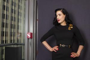 Dita Von Teese revela segredo do seu glamour