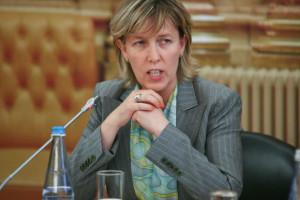 Ministra das Finanças convidou reformados a não votarem na coligação