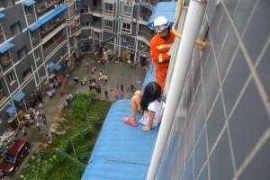 Criança de oito anos resgatada de um quinto andar