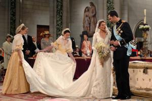 Morreu o estilista que criou o vestido de noiva de Letizia