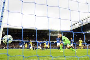 Chelsea vence Everton em jogo de loucos