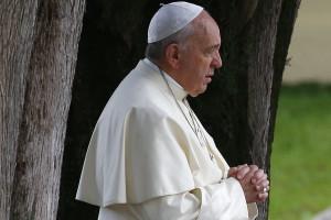 Papa pede medidas urgentes para evitar tragédias no Mediterrâneo