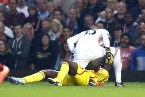 A tensão entre Balotelli e Adrian