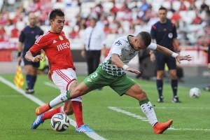 Benfica vence e assume a liderança do campeonato