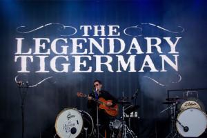 The Legendary Tigerman sobe ao palco do 'Cabaret New Burlesque'