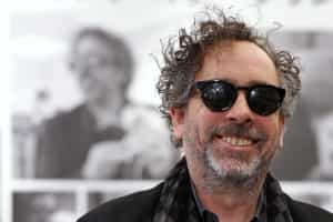 Tim Burton levado para o hospital
