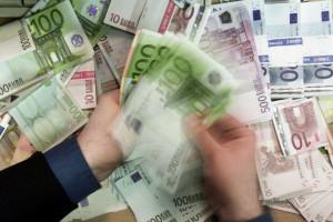 Euro sobe e aproxima-se de 1,27 dólares