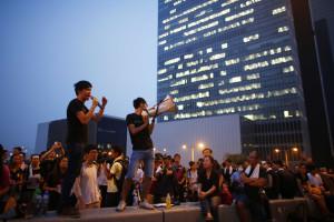 Manifestantes mantêm protestos apesar dos avisos de Pequim