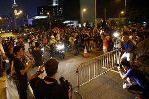 Chefe do executivo de Hong Kong aceita dialogar com protestantes