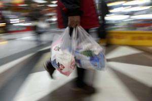 Sacos de plástico com alimentos escapam a regra dos dez cêntimos