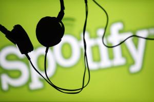 Apple acusada de pressionar editoras a deixar o Spotify