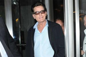 Ex-noiva de Charlie Sheen fica com anel de 76 mil euros