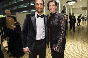 Hathaway engana-se e falha festa surpresa de McConaughey