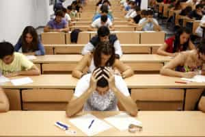 Um em cada três alunos desiste