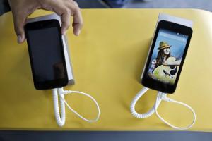 Menores usam smartphones para evitar aborrecimento