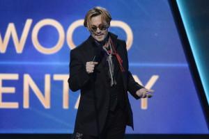 Johnny Depp sente-se perseguido pela fama