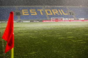 Estoril Praia-PSV adiado para as 16.00 de sexta-feira
