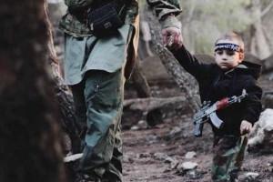Mãe reconhece filho raptado em imagem do ISIS