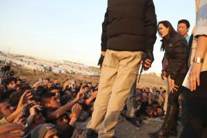 Angelina Jolie visitou vítimas em campos de refugiados